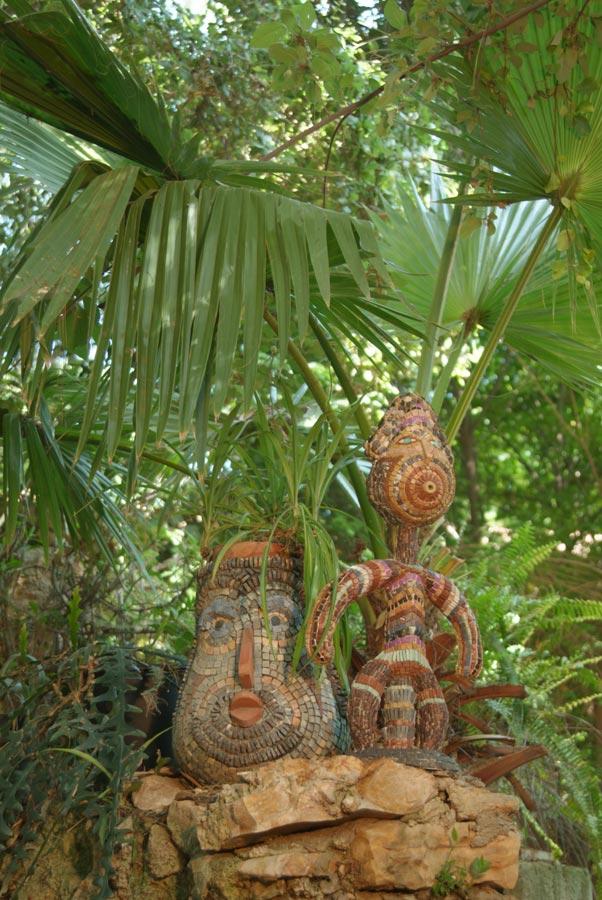 פסלים על טרסה