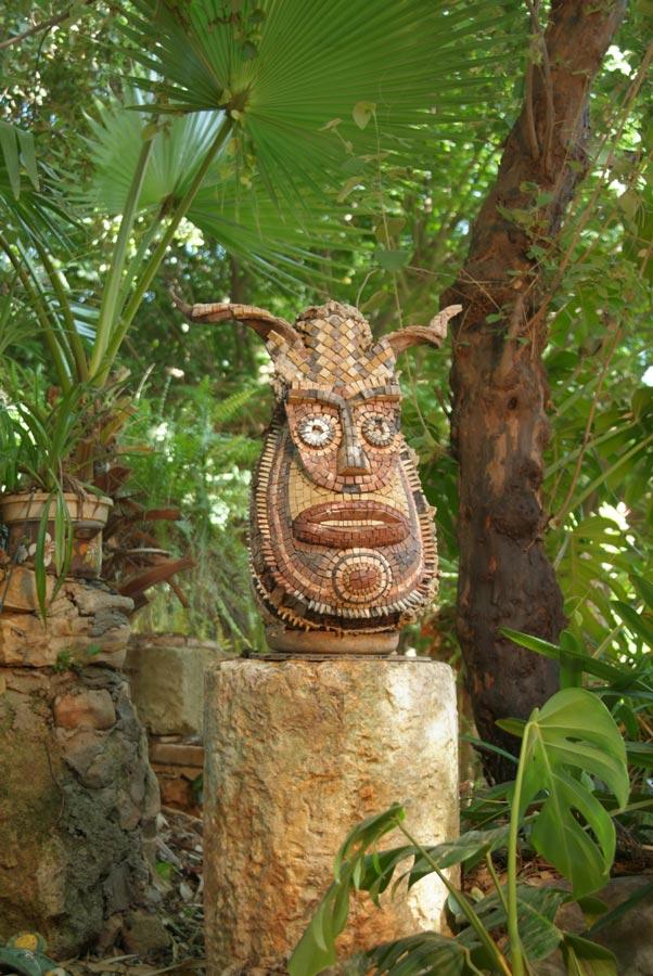 פסל על עמוד רומי